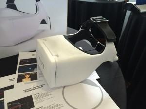 Oculus Riftに視線追跡機能を追加したようなHMDのFOVE